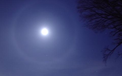 月暈の現れた夜