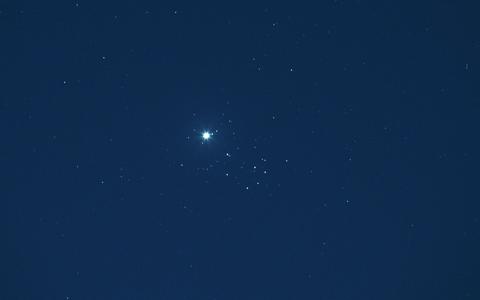 雲とプレアデス星団