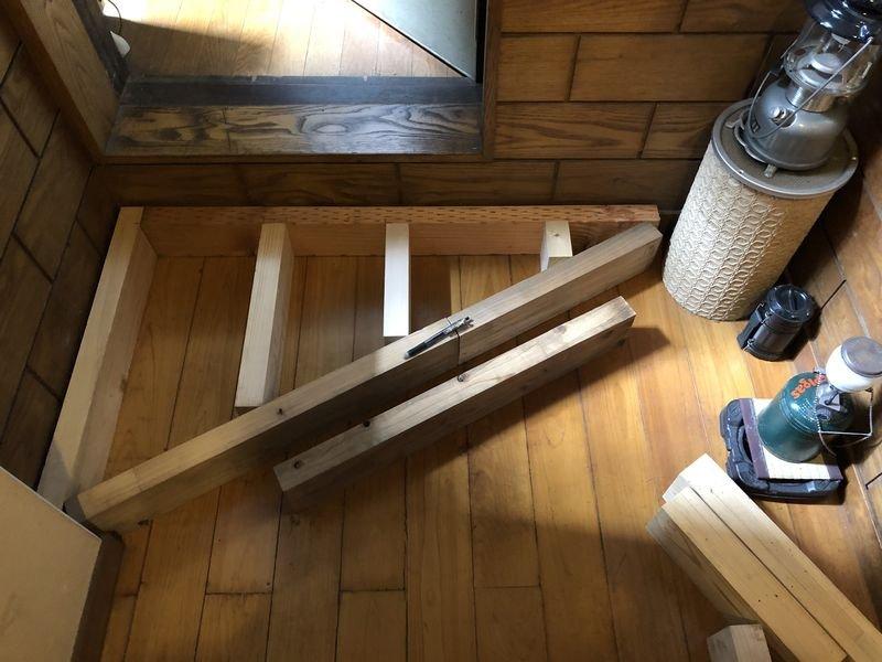 廃材から家具をつくる