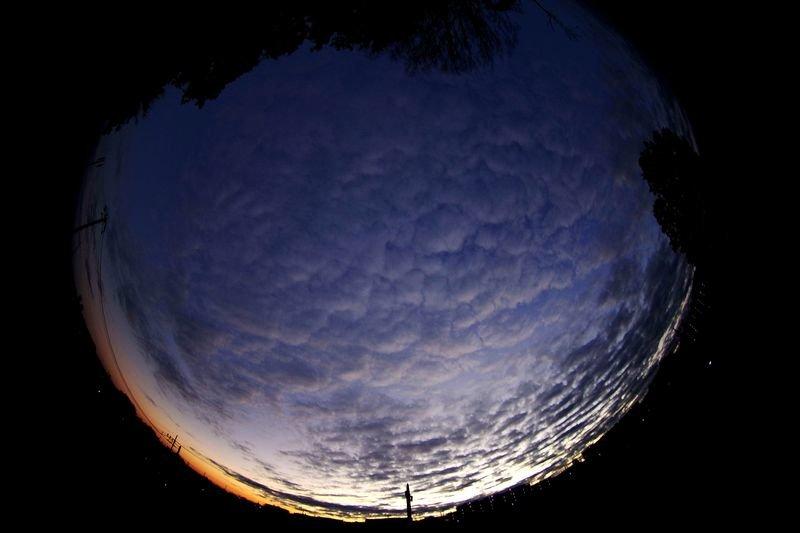 ISSとロシアの衛星打ち上げ用ロケットの残骸